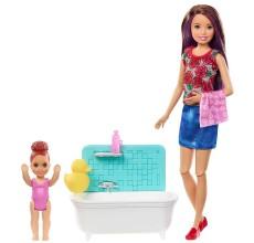 Papusa Barbie cu copil la baie si diverse accesorii